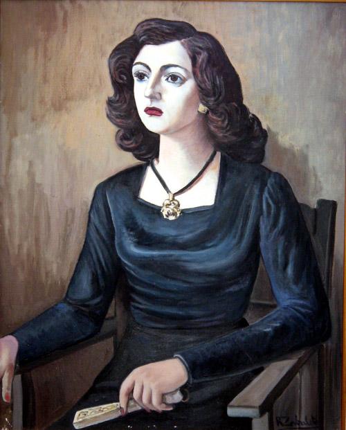 Retrato de Mujer Sentada con Traje Negro, Fotos de
